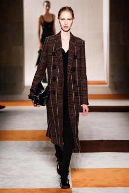 Victoria-Beckham-2016-Fall-Winter-Runway22