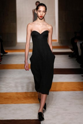 Victoria-Beckham-2016-Fall-Winter-Runway33