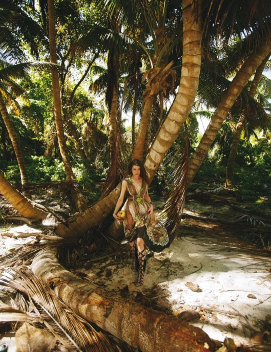 Louise-Pedersen-Beach-Style-ELLE-Spain06