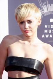 miley-cyrus-blonde-bangs-haircut-short