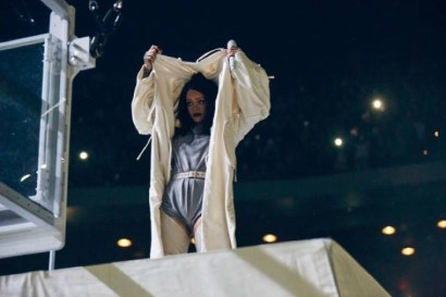 Rihanna-Anti-Tour-2016-Outfits05