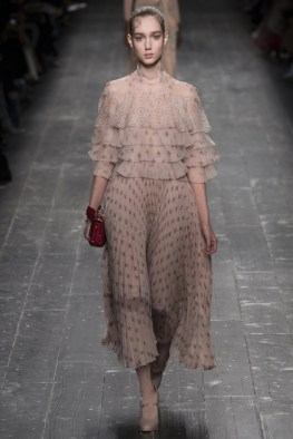 Valentino-2016-Fall-Winter-Runway19