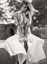 Magdalena-Frackowiak-ELLE-France-March-2016-Cover-Editorial04