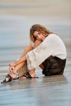 Stella-Maxwell-Beach-Fashion-ELLE-France-Editorial-2016-02