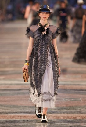 Chanel-Cruise-2017-Runway-Show06
