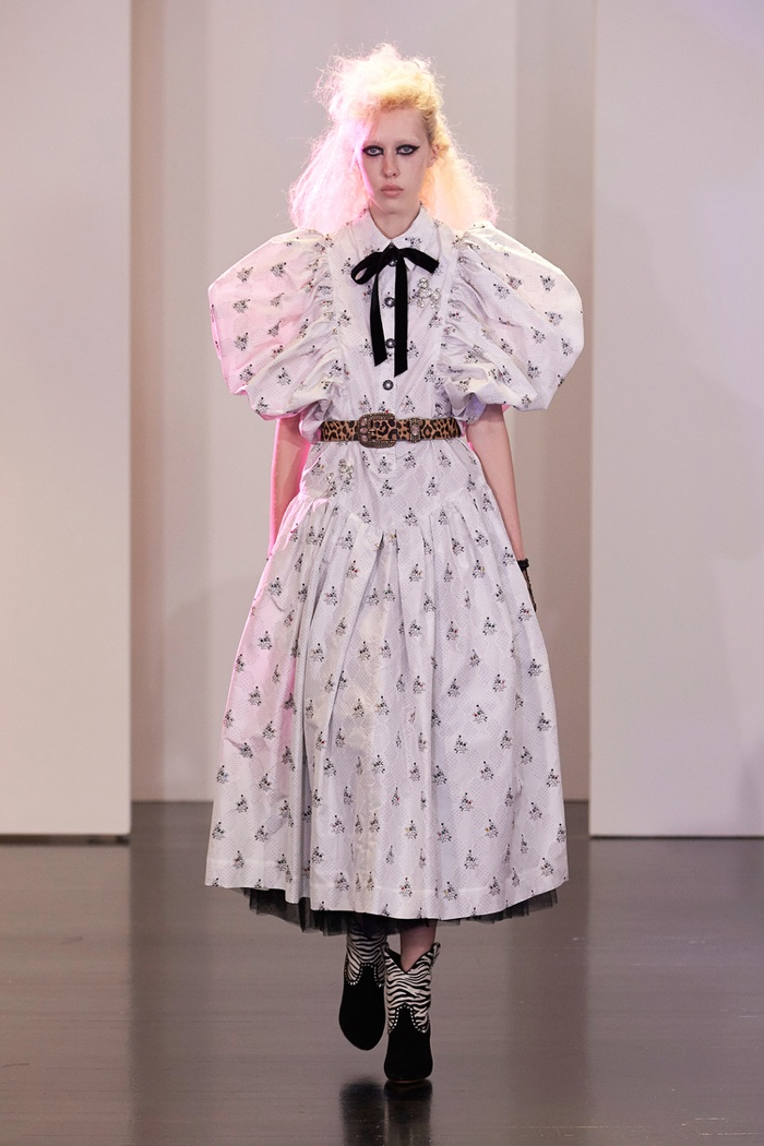 Image result for puffy sleeves runway 2017\
