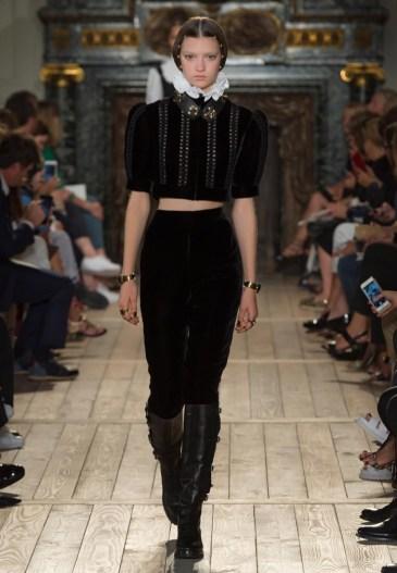 Valentino-Haute-Couture-2016-Fall-Runway-Show10