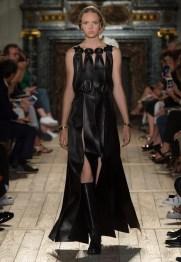 Valentino-Haute-Couture-2016-Fall-Runway-Show15
