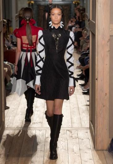 Valentino-Haute-Couture-2016-Fall-Runway-Show19