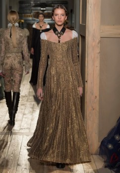 Valentino-Haute-Couture-2016-Fall-Runway-Show42