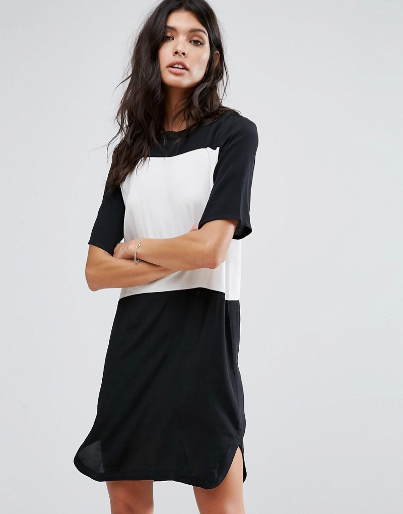 Have a casual moment in this contrast t-shirt dress from Mango