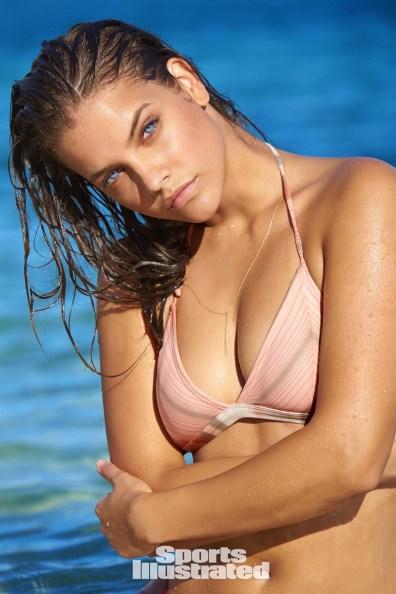 Barbara-Palvin-Sports-Illustrated-Swimsuit-Issue-2017-Photoshoot09
