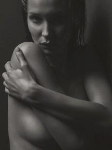 Bella-Hadid-Sexy-V-Magazine-Photoshoot12