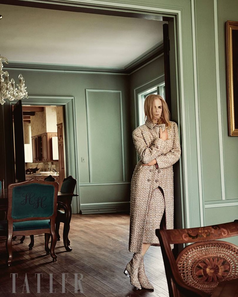 Nicole Kidman poses in tweed look from Chanel Haute Couture
