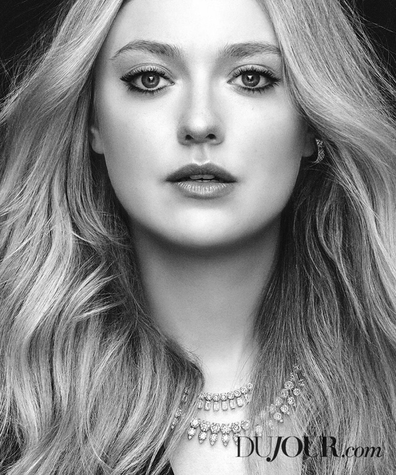 Ready for her closeup, Dakota Fanning wears Roberto Coin necklaces