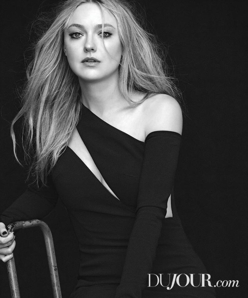 Wearing a little black dress, Dakota Fanning poses in Pamella Roland dress