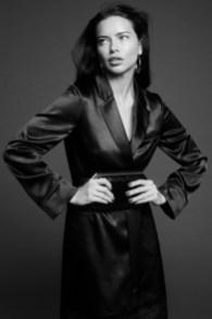 Adriana-Lima-BCBGMAXAZRIA-Fall-2019-Campaign08