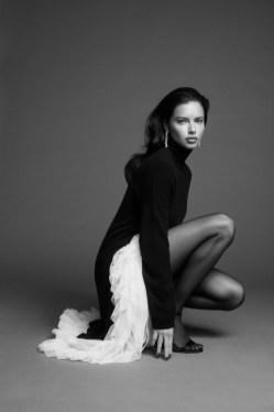 Adriana-Lima-BCBGMAXAZRIA-Fall-2019-Campaign11