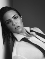 Mandy-Moore-Story-Rain-Photoshoot11