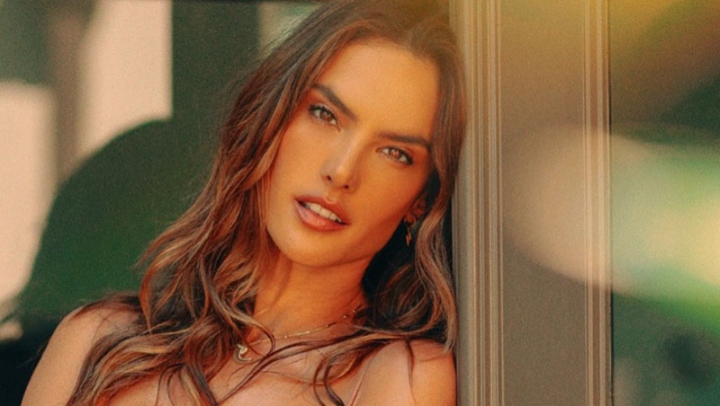 Alessandra Ambrosio is Smokin' Hot in Gal Floripa Summer Swimwear
