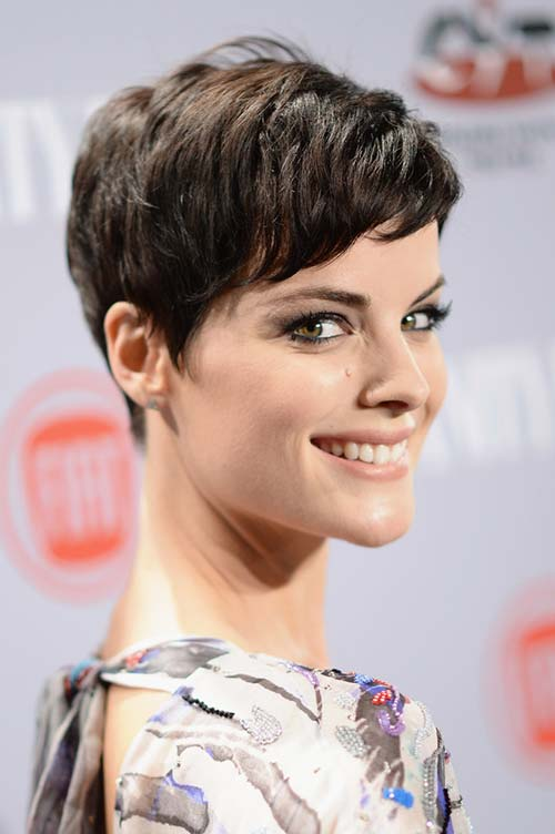 20 Short Hairstyles Celebs Love to Wear: Jaimie Alexander