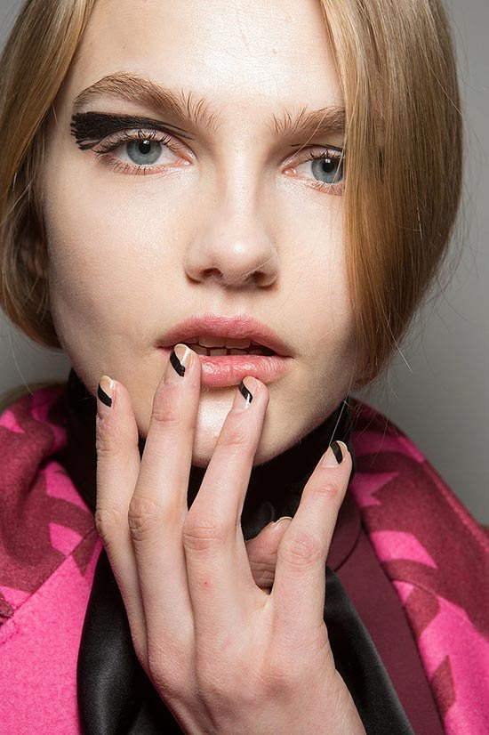 6 Beauty Fails That Have Turned Into Trends: Uneven Nail Art