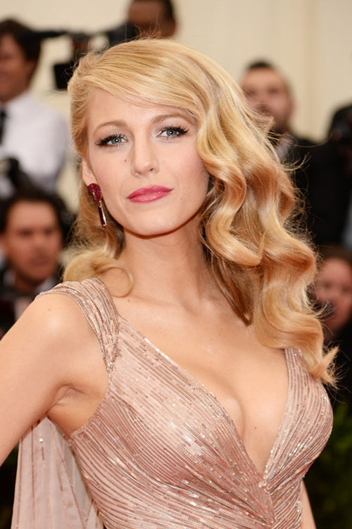 10 Retro Updo Hairstyles: Blake Lively
