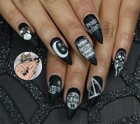 50 Awe-Inspiring Halloween Nail Art Designs | Fashionisers
