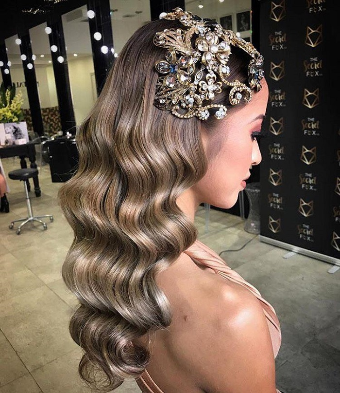 Pretty Hairstyles to Flaunt at A Spring Wedding retro curls
