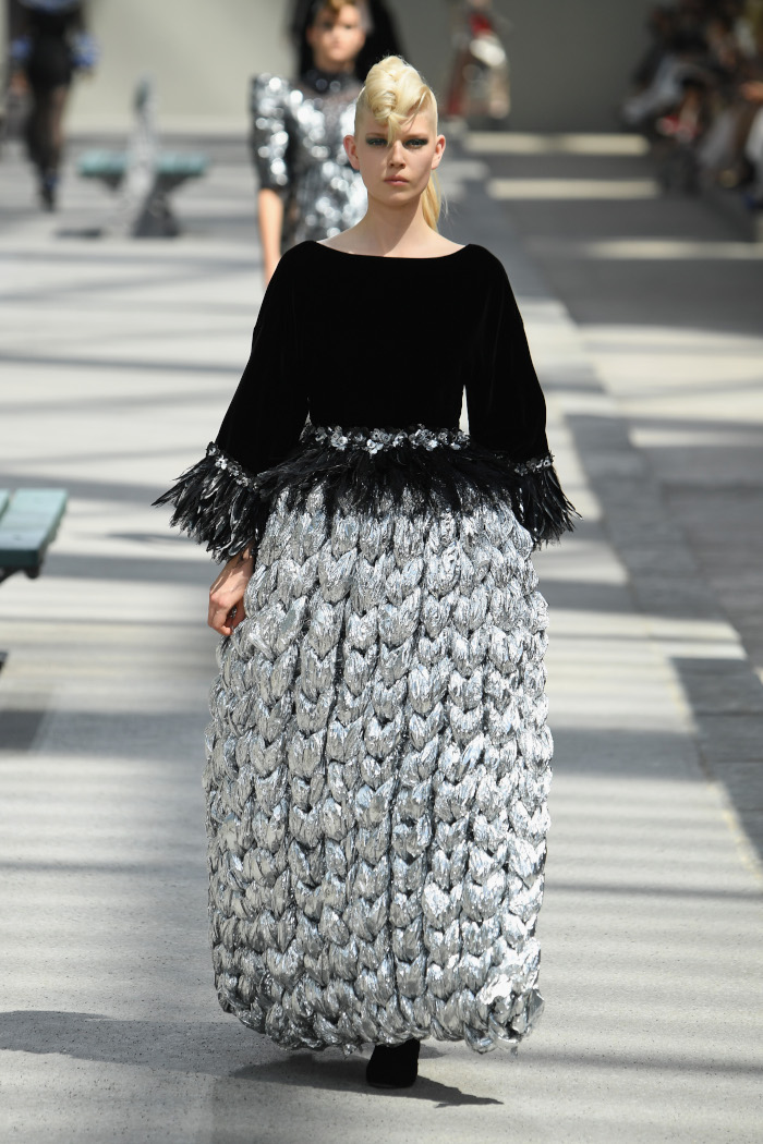 Chanel-Fall-2018-Couture-at-Haute-Couture-PFW black and metallic silver gown