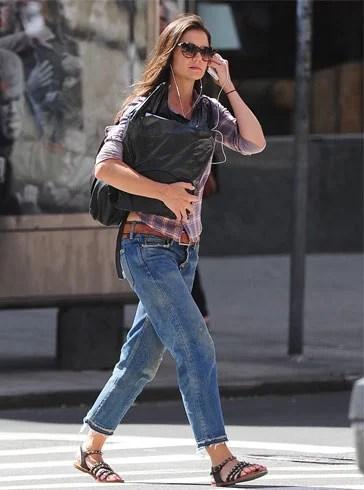 How To Wear Boyfriend Jeans For Women In 22 Different Ways
