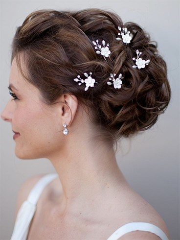 gorgeous bridal hair accessories you can wear as a bride to an all white wedding