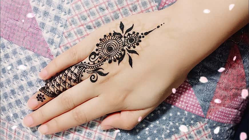 Leg Finger Mehndi Design Simple
