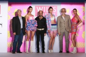 atul-chand-chief-divisional-executive-wills-lifestyle-with-manish-aroragrand-finale-designer-wifw-sunil-sethi-president-fdci-at-the-unveiling-of-the-grand-finale-designer-for-wi