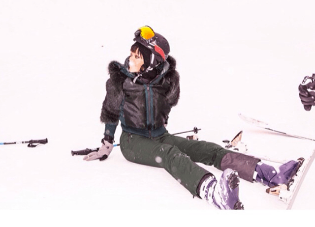 Rihanna skiing in aspen