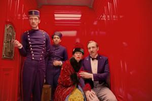 Gustave H. (Ralph Fiennes), Zero Moustafa (Tony Revolori), Madame D. (Tilda Swinton)