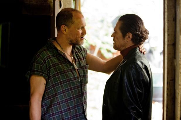Woody Harrelson (links) und Willem Dafoe, Tobis Film
