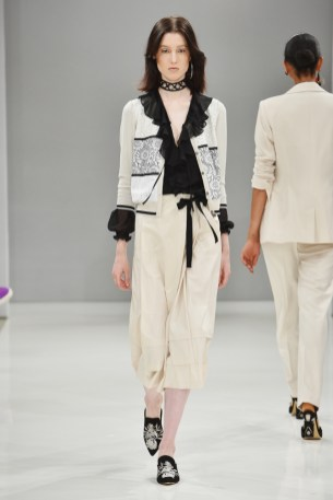 RIANI-Mercedes-Benz-Fashion-Week-Berlin-SS-18-021