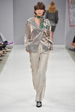 RIANI-Mercedes-Benz-Fashion-Week-Berlin-SS-18-045