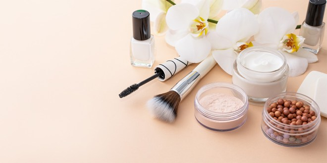 Traumberuf Kosmetiker*in Kosmetikerin Beruf Visagistin