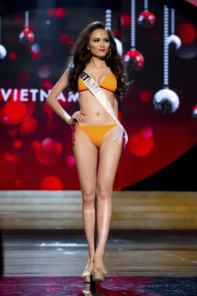 Miss Vietnam Competing Miss Universe 2012  Fashion Style