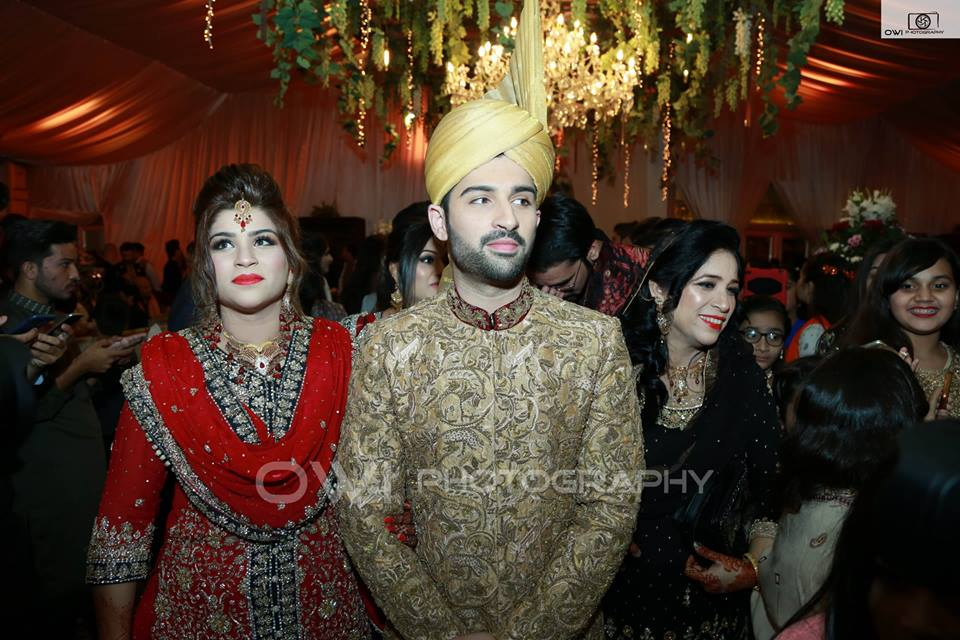 Awesome Photos of Aiman khan with her Parents and Siblings on her Wedding Day
