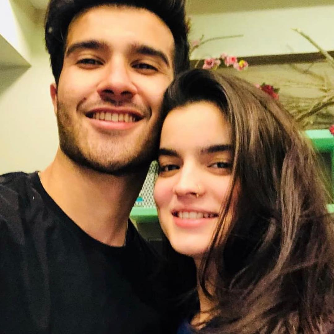 New Photos of Feroze Khan wih his Wife and Sisters