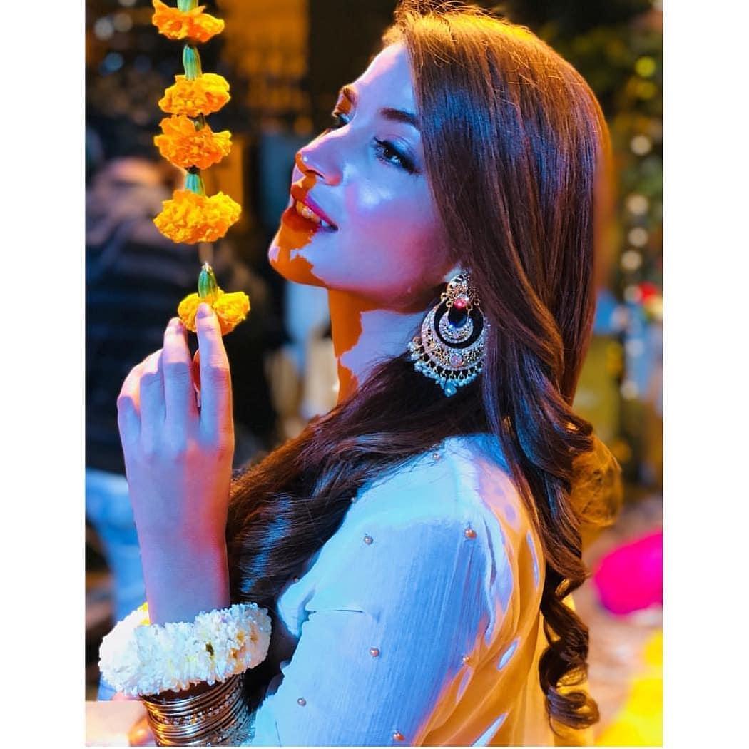 Awesome Kinza Hashmi at Mehndi of Actor Shan Baig