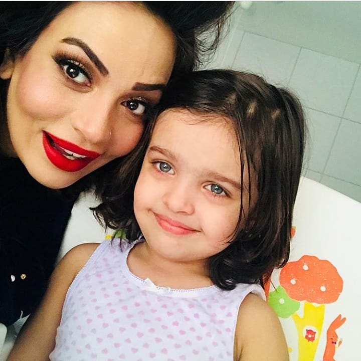 Sadia Imam's Awesome Photos with her Husband and Daughter