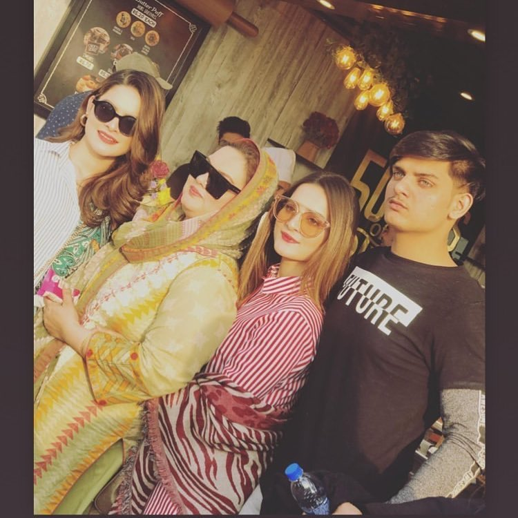 New Awesome Photos of Aiman & Minal Today with Family at Karachi Eat