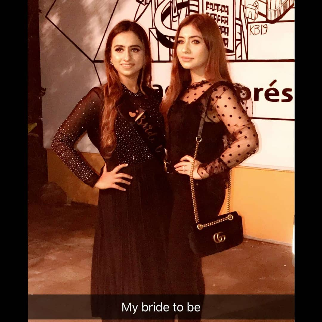 Latest Pictures Of Aiman Amp Minal With Their Friends At Dinner Pakistani Drama Celebrities