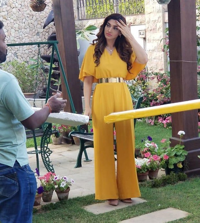Latest Pictures Of Actress Sana Fakhar On Set Of Her