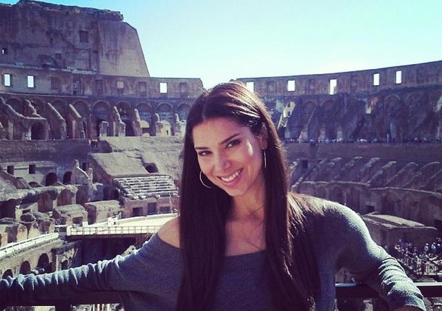 Roselyn en el Coliseo de Roma