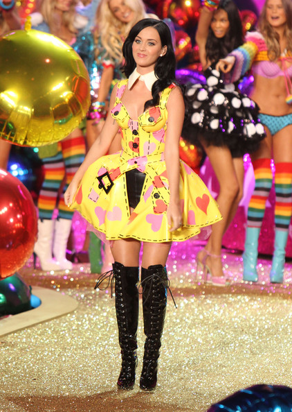 KATY PERRY VS FASHION SHOW 2010